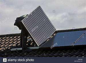 Solar Auf Dem Dach : pv panel uk stockfotos pv panel uk bilder alamy ~ Heinz-duthel.com Haus und Dekorationen