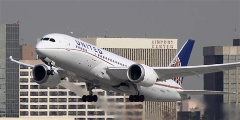 United airlines flight 328 is a regularly scheduled domestic passenger flight from denver international airport (den) to honolulu international airport (hnl). United Airlines flight makes emergency landing after engine failure - Business Insider