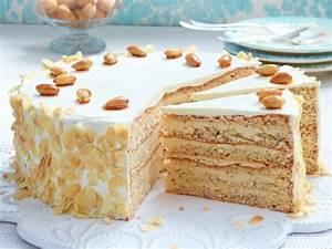 Halloween Rezepte Kuchen : buttercremetorte rezept einfach rezept torte ~ Lizthompson.info Haus und Dekorationen