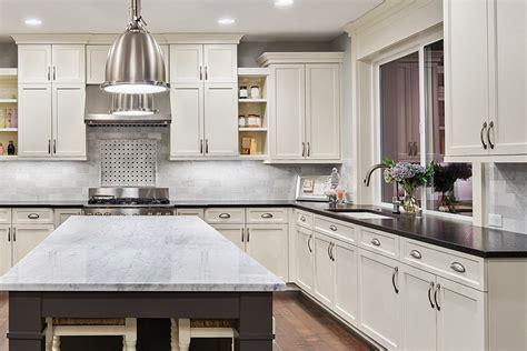 GHI ARCADIA LINEN WHITE SHAKER   Kitchen Cabinets