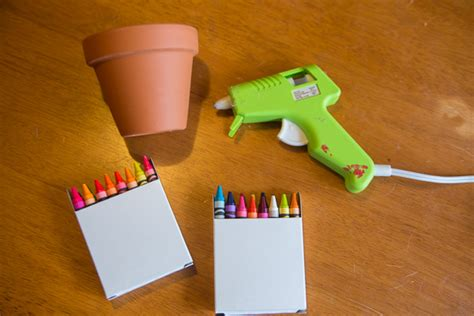crayon flower pot gift