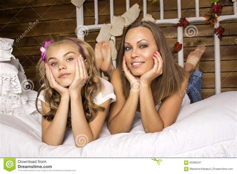 mother  daughter lying   bed stock photo image