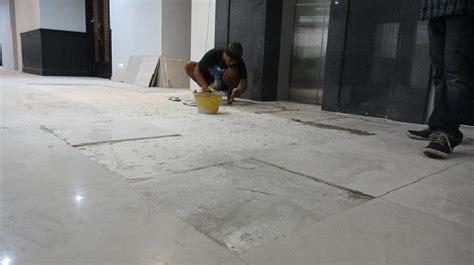 panduan  pasang keramik lantai  rumah plafon