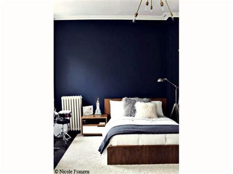 chambre  mise sur des murs colores elle decoration