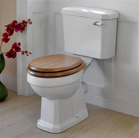 kamar mandi minimalis memilih closet duduk  jongkok