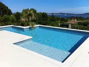 la piscine avec une plage immergee en beton arme monobloc With piscine avec liner gris clair 1 nos realisations avec liner gris clair reynaud piscines