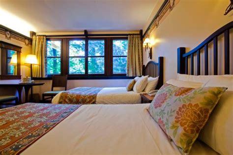 chambre golden forest disney 39 s sequoia lodge hotel coupvray voir les tarifs