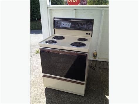 Older Ge Self Cleaning Stove/oven Saanich, Victoria