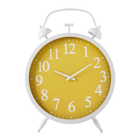reveil maison du monde horloge r 233 veil m 233 tal jaune marta maisons du monde