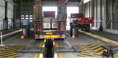 controle technique poids lourds contr 244 le technique des poids lourds vers un engorgement des installations challenges