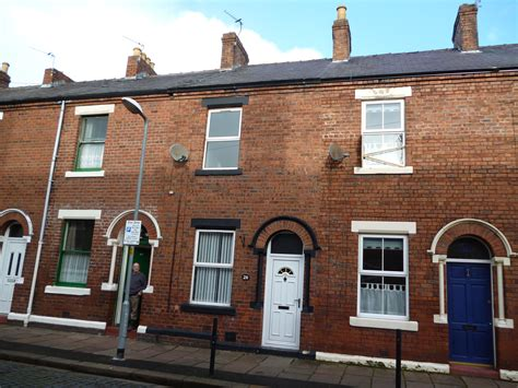 Terrace House : 2 Bed Terraced House To Rent, Colville Terrace, Denton