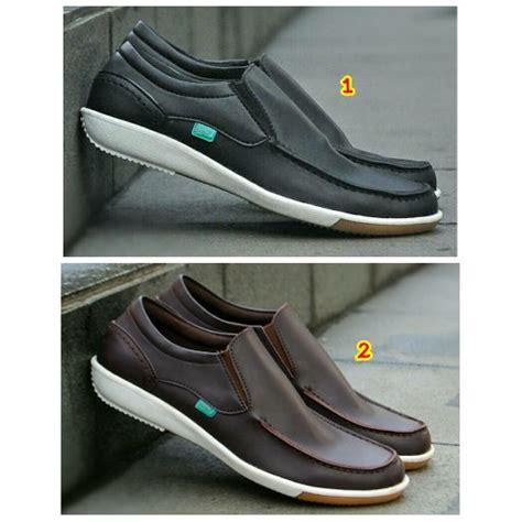 jual beli sepatu kickers casual slop slip on pria terbaru