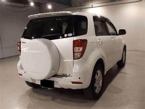toyota rush  car  model photo  pearl white color