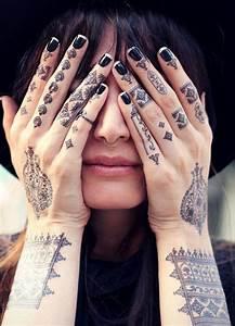 Tatouage Sur Le Doigt : 1001 mod les de tatouage sur le doigt et leurs significations ~ Melissatoandfro.com Idées de Décoration
