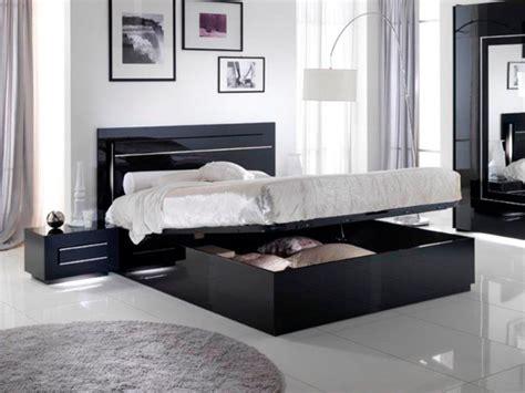 chambre des huissiers de lit avec coffre de rangement city laque noir chambre à