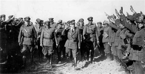 Hitler At The Battlefront Saluting Soldiers