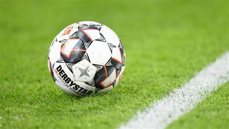 Selbst regionalligaspiele kommen hierzulande auf höhere einschaltquoten als. Fußball: Mehrere Fußball-Regeln geändert - aber Hand ...