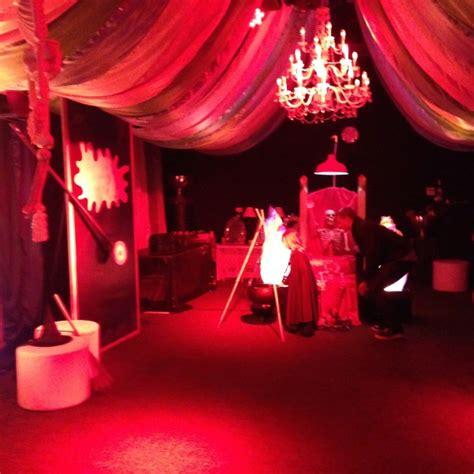 vampire  party room  kids