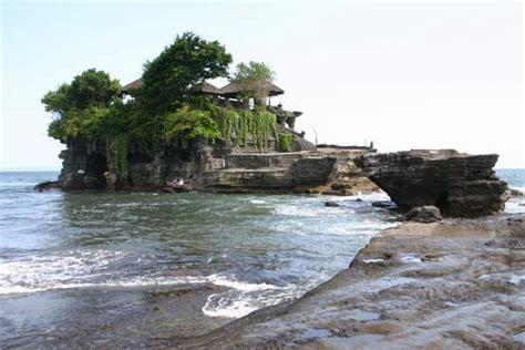 tempat wisata  bali pura tanah lot bali indonesia