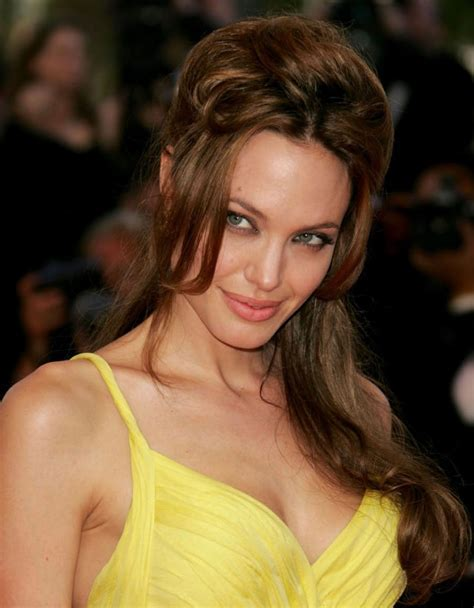 Celebrity Hairstyles: Angelina Jolie Beautiful Hair