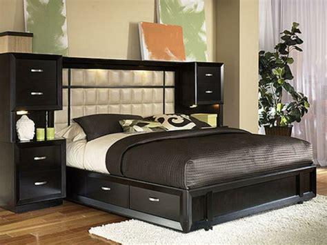 chambre adulte moderne la tête de lit avec rangement un gain d 39 espace déco