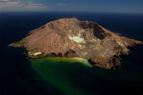 picture   day  zealands  active volcano
