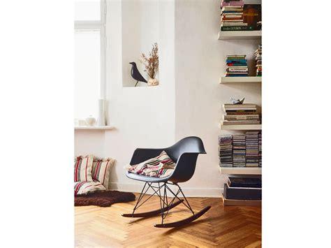 chaise rar eames chaise rar vitra finest chaise a bascule rar fauteuil