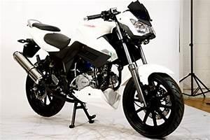 A Quel Age Peut On Conduire Une Moto 50cc : moto 50cc permis moto plein phare ~ Medecine-chirurgie-esthetiques.com Avis de Voitures