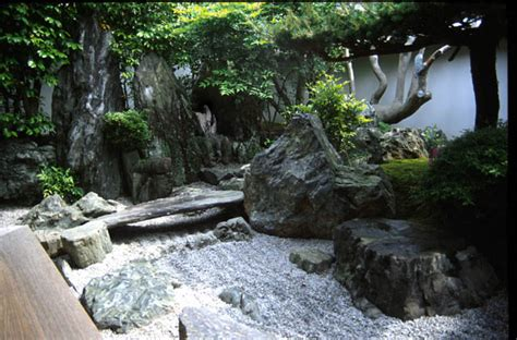 japanese gardens elements sand and pebbles