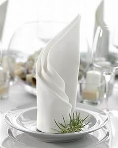 Servietten Falten Kerze : die 25 besten servietten falten hochzeit ideen auf pinterest ~ Orissabook.com Haus und Dekorationen