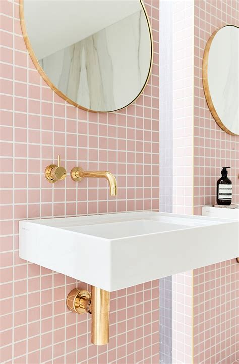 Badezimmer Deko Pink by A Gorgeous Pink Tiled Bathroom With Gold Hardware Tiles