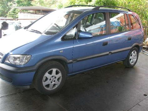 2004 Subaru Traviq Pictures