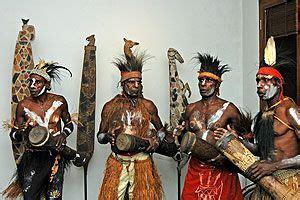 Pikon adalah alat musik tradisional dari papua yang dibuat dari bambu dan dimainkan dengan ditiup. Tifa, Alat Musik dari Papua   Browsing Gambar