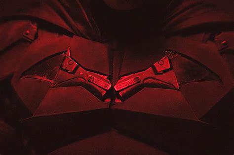 penampilan perdana robert pattinson  kostum batman