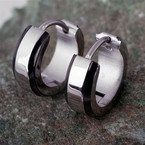 ohrringe männer creolen ohrringe m 228 nner creolen gro 223 e auswahl an piercing und k 246 rperschmuck flesh tunnel piercings