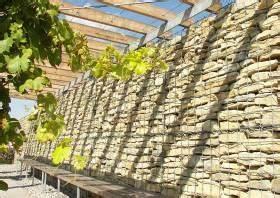 Pergola Mit Wein Bepflanzen : gabionen l rmschutzwand gabione in verbindung mit einer pergola haus sch ner garten ~ Eleganceandgraceweddings.com Haus und Dekorationen