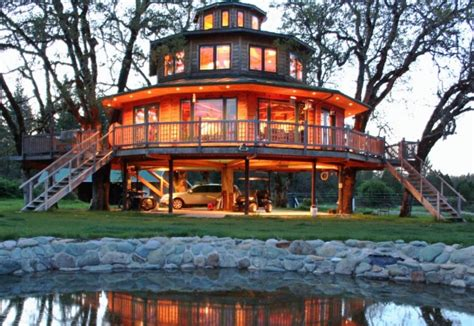 resort houses guests in treehouses ny daily news - Tree House Resort Oregon