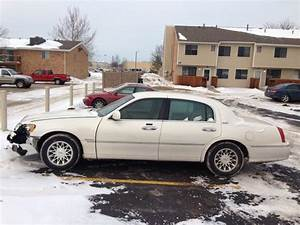 2000 Lincoln Town Car - Overview
