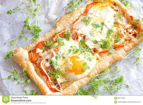 pate brisee avec oeuf tarte de p 226 te feuillet 233 e avec l oeuf et le lard photo stock image 69113436
