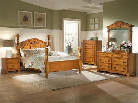 Bedroom Decorating Ideas With Pine Furniture by Pine Bedroom Furniture Plus Table L And Flower Vase