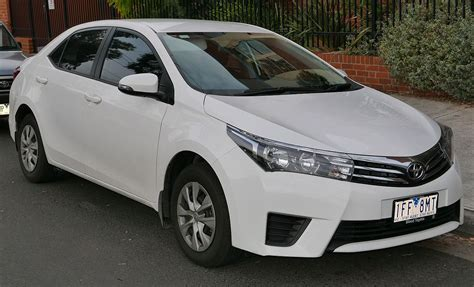 The base toyota corolla sedan has a starting msrp of $20,025, while the corolla hatchback has a base price of $20,665. Toyota Corolla (E170) — Wikipédia