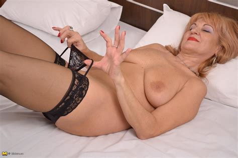 [mature Nl] Mature Slut Loves Playing With Herself