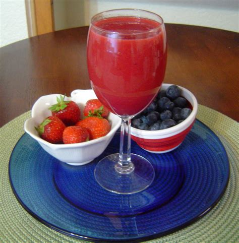 juice fruit berry recipe recipes medley juicer strawberries juicing cups smoothie blueberries healthy juices fresh cup drinks fruits very delicious