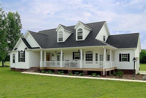 Airy Craftsman-style Ranch
