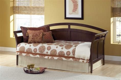 daybeds  pop  trundle  pillows image  bed