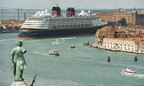 Venice protests cruise ships