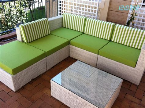 simple patio design with custom patio furniture cushions
