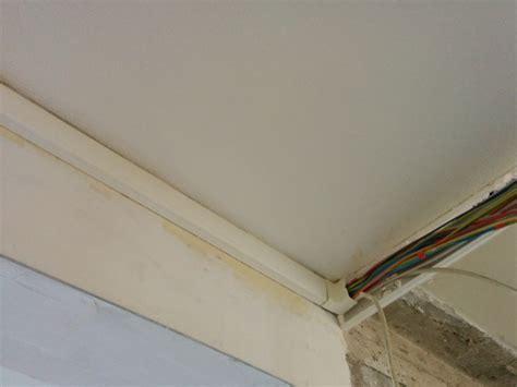 cache cable electrique plafond 28 images installer une lumi 232 re au plafond cache c 226