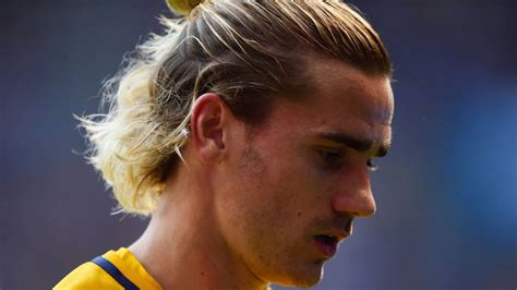 Antoine griezmann hair, antoine griezmann hairstyle bleached hair best football player haircut mens football player hair inspiration! 54+ Idea Griezmann Hairstyle Long