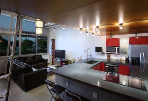 cuisine ouverte salon petit espace cuisine ouverte d un petit loft en mezzanine journal du loft